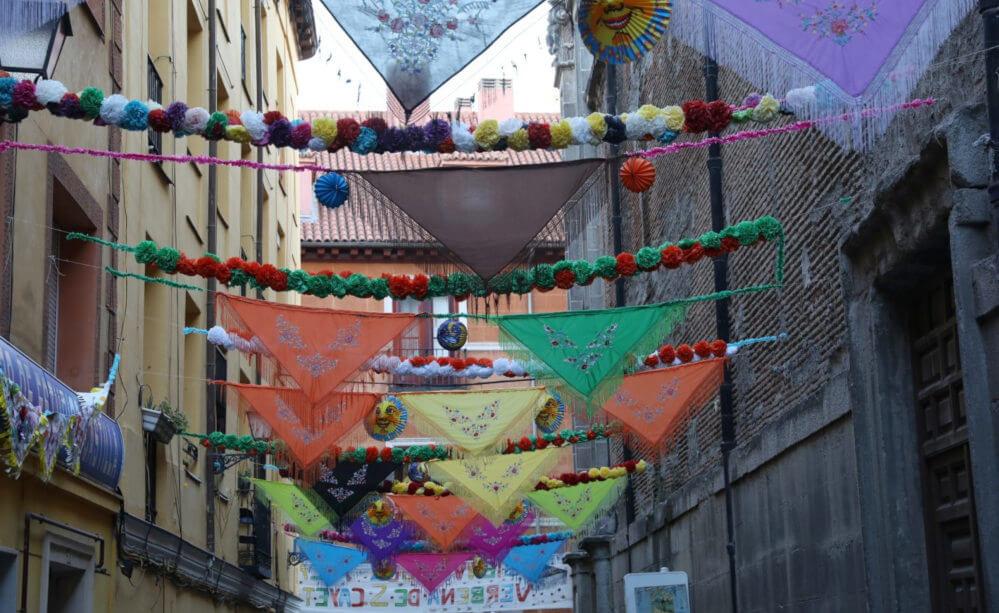Hanging manila shawls
