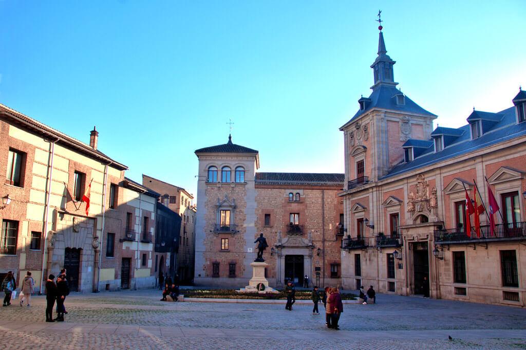 Paseo por el antiguo Madrid bocadillo de calamares