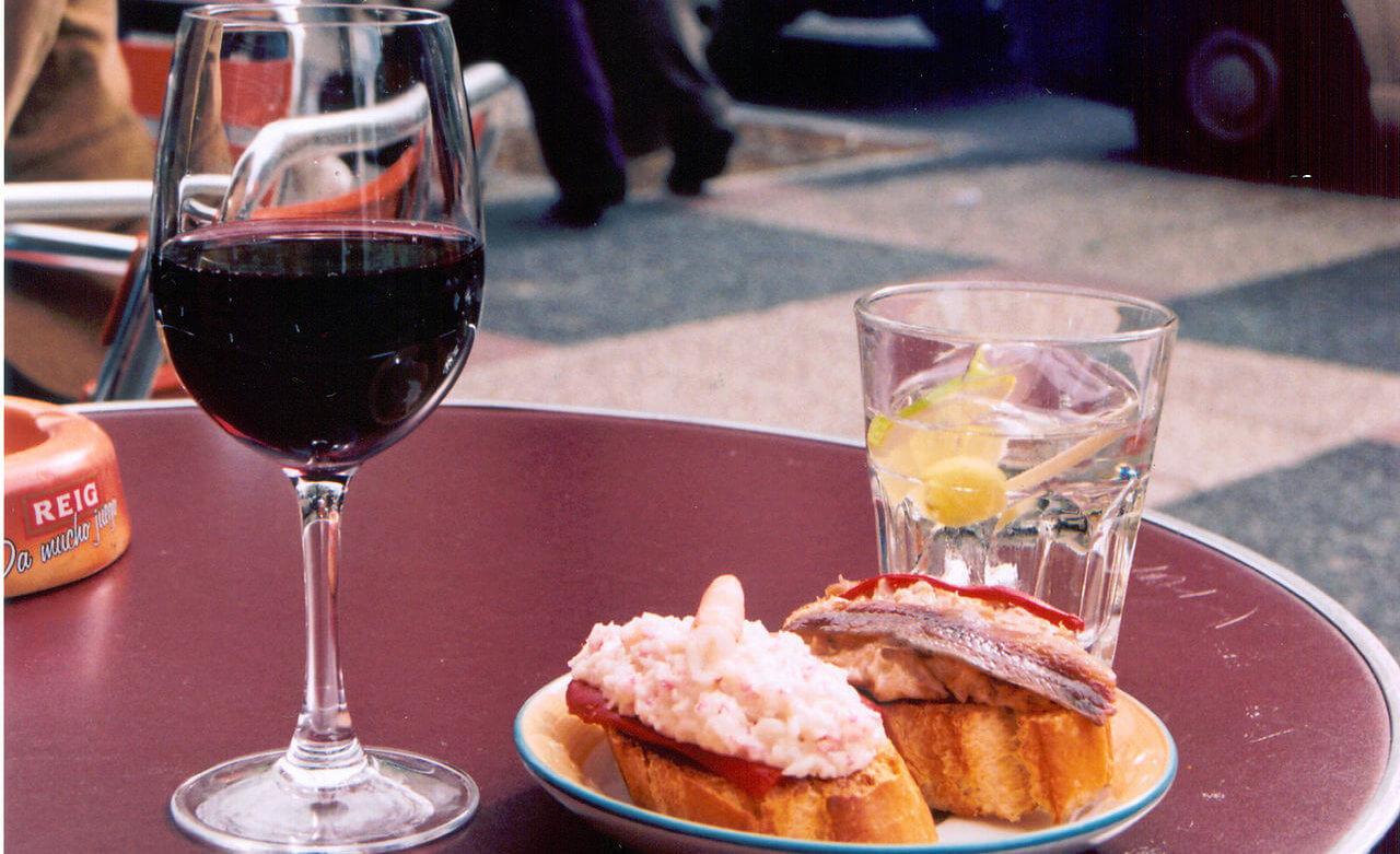 vino español + tapas