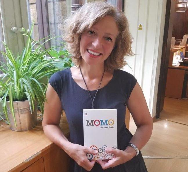 traducción de Momo, de Michael Ende, por Begoña Llovet, portada